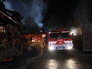 Rozsáhlý požár zničil známý motorest na dálnici D10