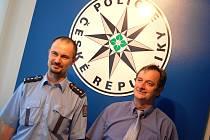 Policisté Vítězslav Bukovský (velvo) a František Dvořák.