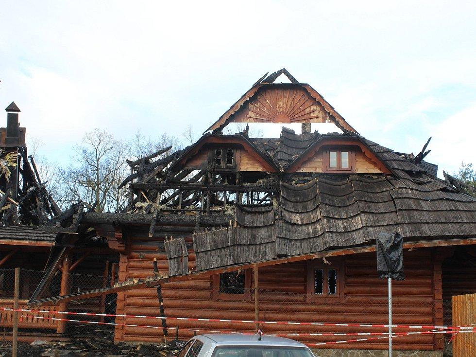 Spáleniště motorestu 4 kameny u Brandýsa nad Labem.