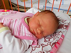 Amálie Chramostová se narodila 4. listopadu, vážila 3,23 kg a měřila 49 cm. Maminka Hana a tatínek Miloš si ji odvezou domů do Benátek nad Jizerou, kde už se na ni těší sestřička Laura.