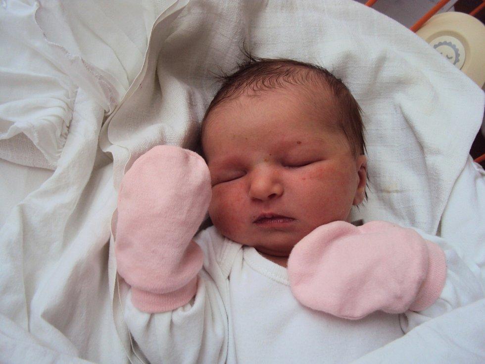 DIANA Labonová se narodila 2. prosince, vážila 3,51 kg a měřila 50 cm. Domů do Obrubců si ji odveze maminka Veronika a tatínek Michal za bráškou Davídkem.
