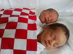 ANAMARIA Kelava se narodila 25. července ve 14.57, vážila 2,26 kg a měřila 46 cm. MATEO Kelava se narodil 25. července ve 14.58, vážil 2,06 kg a měřil 45 cm.S rodiči Romanou a Brunem a sourozenci Brunikem, Barbarou a Terezou budou bydlet v Mladé Boleslavi