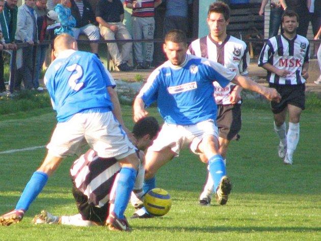 Benátečtí fotbalisté postoupili do nejvyšší soutěže v kraji.