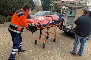 Převoz pacientů z LDN Klaudiánovy nemocnice do Mnichova Hradiště.