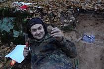 Archeolog Filip Krásný s pokladem