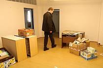 Ředitel Infocentra města Mladá Boleslav Gerard Keijsper ve vyklizených kancelářích.