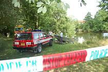 Hasičům se podařilo tělo mladíka najít až za více než hodinu.