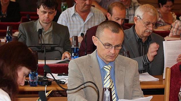 Zastupitelé Mladé Boleslavi na zasedání.