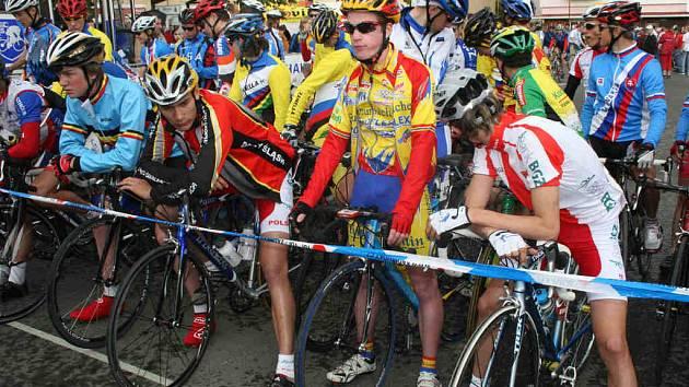 Mladou Boleslav včera ovládl Závod míru juniorů. Na startu se objevilo 135 závodníků z celého světa. V Mladé Boleslavi se jela první etapa Závodu míru juniorů o délce 89 kilometrů. Připraveny byly dva okruhy, které vedly přímo ulicemi města.