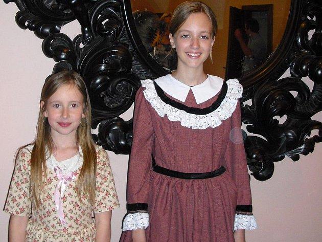 Přehlídka historických kostýmů na zámku Sychrov.