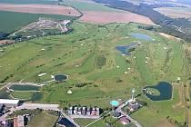 Mladí golfisté létali nad resortem