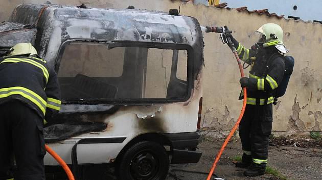 Požár auta v Mladé Boleslavi.
