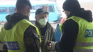 Policie, strážníci i vojáci kontrolovali pohyb na hlavním nádraží. Mladá Boleslav 2.3.2021