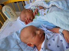 Dvojčátka PETR a ADAM se narodili 2. srpna mamince Lindě a tatínkovi Petrovi, vážili 2480 gramů a 2550 gramů. Bydlet budou v Mladé Boleslavi.