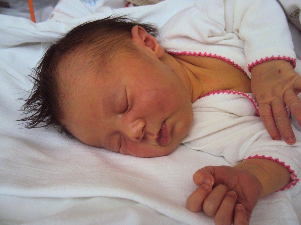 ANEŽKA Opltová se narodila 1. prosince rodičům Věře a Josefovi. Vážila 3,31 kg a měřila 48 cm. Doma v Doksech se na ni těší bratříček Pepíček.