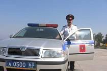 S oktáviemi jezdí ve městě Samara místní milice.