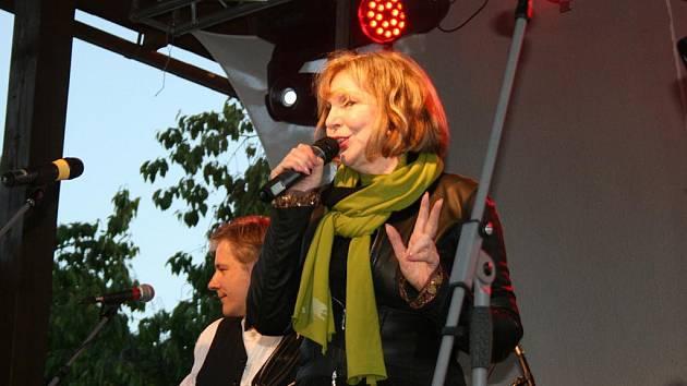Hana Zagorová si získala srdce valečovského publika.