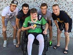 Juniorský hokejista Dominik Skořepa je po dopravní nehodě prozatím upoután na invalidní vozík.