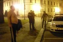 Rvačka v centru města měla dohru u policie i v nemocnici