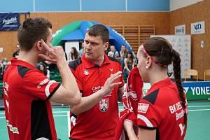 Petr Martinec instruuje své svěřence během zápasu.