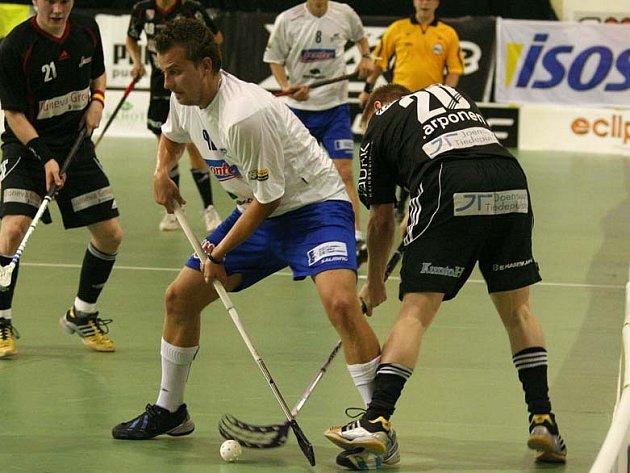Boleslavský útočník Ondřej Fojta (uprostřed) měl velkou zásluhu na zisku dvou bodů svého mužstva z utkání s Brnem.