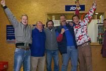 Vítězné družstvo Koupáku mělo z prvenství nelíčenou radost.