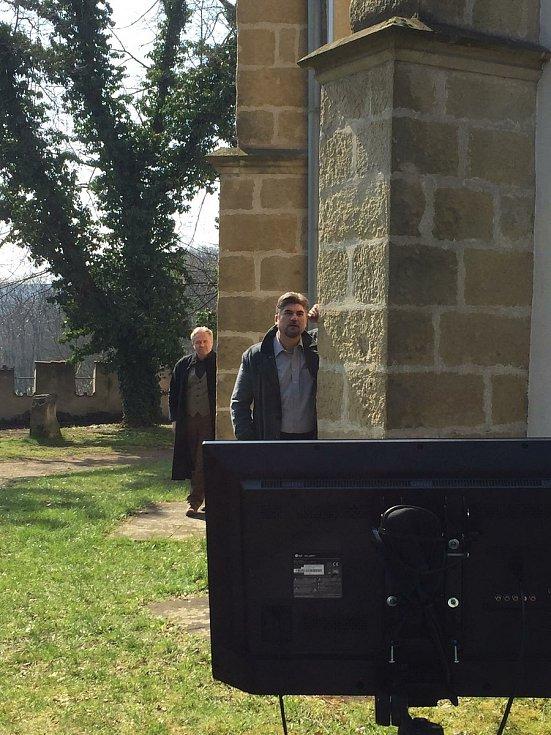 2. natáčecí den se herci přesunuli do Havelského parku