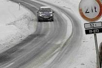 Pozor na zledovatělé silnice