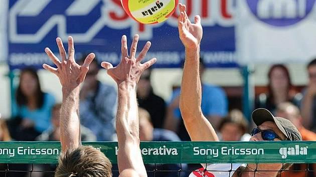 Odchovanec hradišťského volejbalu Jan Dumek (č. 1) přivezl ze šampionátu bronz