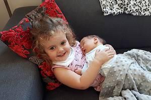 Josef Šefl se narodil 11. září, vážil 2,8 kg a měřil 50 cm.  S maminkou Cvetou a tatínkem Otakarem bude bydlet v Mladé Boleslavi, kde už se na něho těší sestřička Erika.