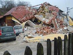 Výbuch rodinného domu v obci Skorkov.