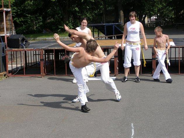 Teenageři se bavili v Pavilonu Domu dětí a mládeže