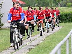 Fotbalisté Pěčic vyrazili na zápas na kolech