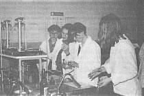 Okresní kolo chemické olympiády. Žákyně Hejdrychová se umístila první a postoupila do kola regionálního.