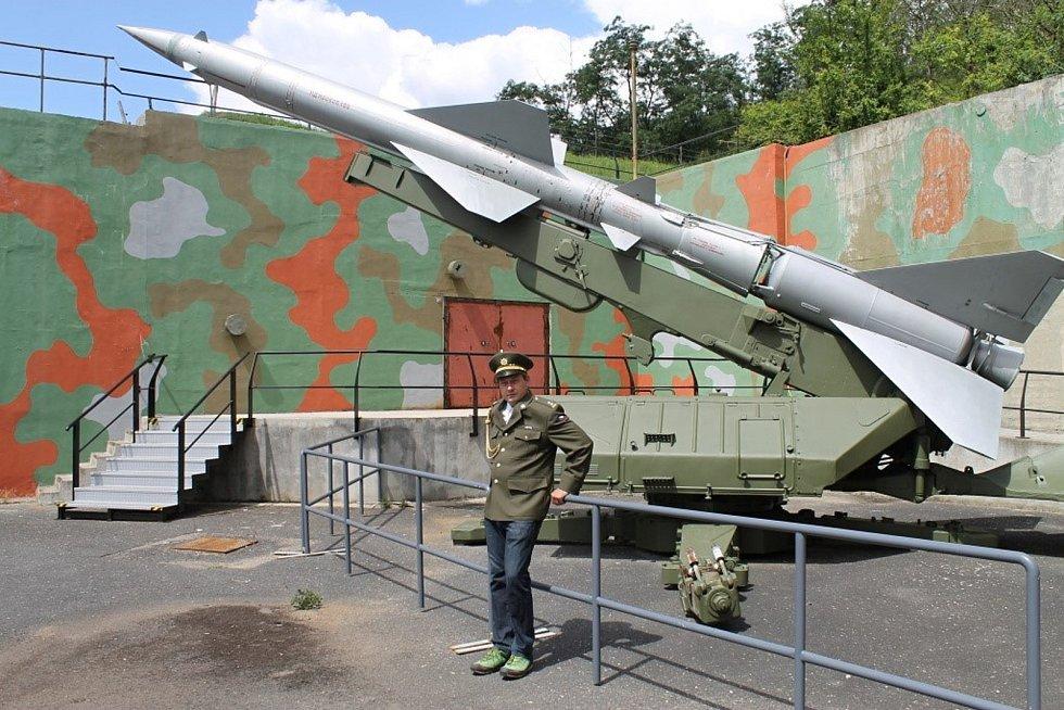 Někdejší Protiletecká raketová základna Drnov. V čísti areálu je nyní Muzeum studené války  - Bunkr Drnov. Na snímku jeden z provozovatelů Matěj Louda. Většina areálu zatím nenašla využití.