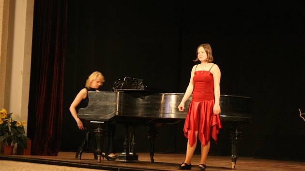 Mladí zpěváci se představili v Benátkách v sále Záložna.