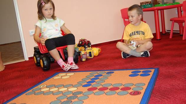 Děti mají o zábavu ve školce postaráno. Každý den mají pro ně paní učitelky připraveno mnoho her. Hrát si ale mohou také v přilehlé zahradě.