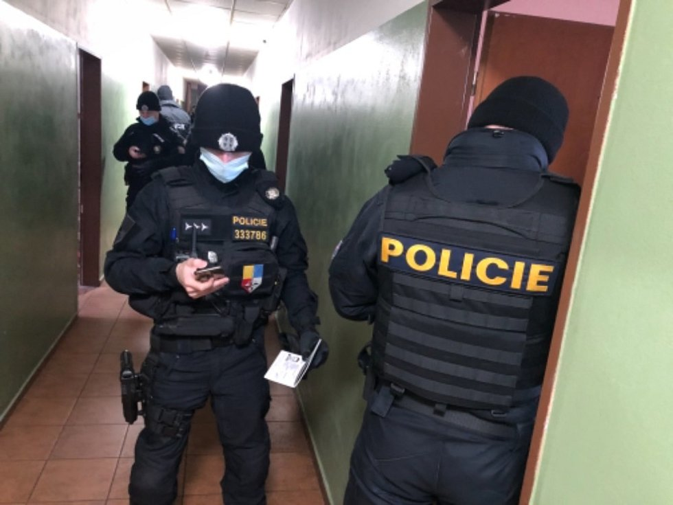 Policisté kontrolovali ubytovny. Zajistili 3 cizince za neoprávněný pobyt na území ČR a zadrželi 2 osoby v celostátním pátrání.
