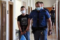 Patnáct let za ubodání bývalé partnerky a napadení jejího nového přítele dostal 49letý dělník z Polska Jaroslaw Z. Na místě odvolal; trvá na tom, že na místě činu vůbec nebyl.