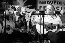 Honza a František Nedvědovi dnes zazpívají v Bezně.