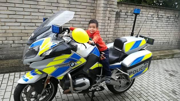 Policisté opět vyrazili potěšit děti umístěné v mladoboleslavském dětském centru.