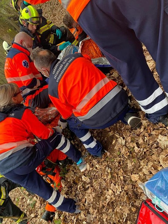 Turista se zřítil ze skal v Bosni. Pád přežil
