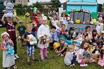 Děti věnovaly plyšáky do Afriky