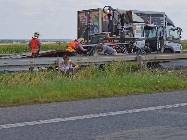 Nehoda na R10 zaměstnala hasiče