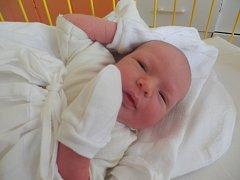 DANIEL Pajbach se narodil 25. července v 8.11 hodin v mladoboleslavské nemocnici. Vážil 3,48 kilogramů. Maminka Věra a tatínek Stanislav si ho odvezli domů do Kněžmosta. Doma se na něho těšil devítiletý brácha Dominik.