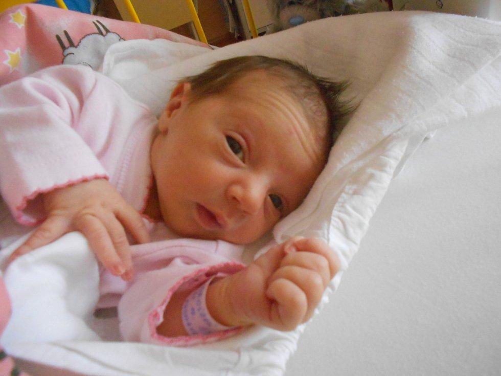ADRIANA Brožová se narodila 15. října Ivaně a Michalovi z Mladé Boleslavi. Vážila 2,58 kilogramů a měřila 46 centimetrů.