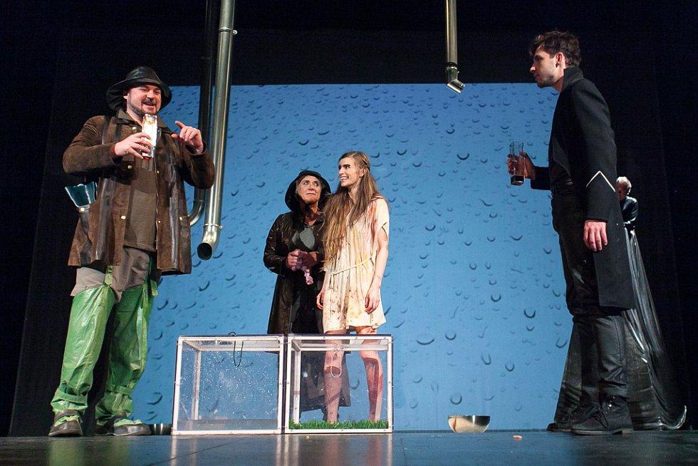 Městské divadlo uvádí Ondinu, pohádku pro dospělé.