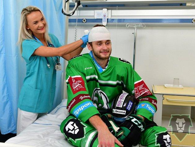 Hokejisté Boleslavi vKlaudiánově nemocnici
