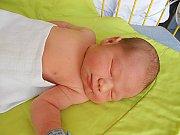 Tomáš Tůma se narodil 1. července, vážil 3,99 kg a měřil 51 cm. S maminkou Lucií a tatínkem Reném bude bydlet v Mladé Boleslavi, kde už se na něho těší sestřičky Eliška a Nelinka.
