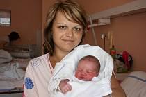 Veronika a Václav Ginzlovi z Bělé pod Bezdězem mají od 19. května syna Adama, na kterého se už těší sestra Eliška.